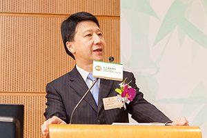 主禮嘉賓彭耀佳先生表揚一眾得獎企業